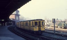 Berlin BVG: Historische U-Bahngarnitur am U-Bf Olympia-Stadion am 4. November 1973.  _____________________________ Bildgestalter http://www.bildgestalter.net