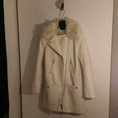 Off-white wool blended Coat. I love the shape and details of this coat! A straight cut makes this coat modern and mod like. The cool zipper detail at a slant and the faux fur collar completes this coat. One of H&Ms great pieces in size 6.  Only worn 2 or 3 times.. Jackets & Coats