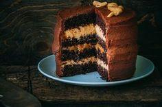 """Этот торт в фаворитах на сегодняшний день в моей семье! Определенно! Именно этот рецепт я давала на своих мастер-классах по тортам, и он сразу же становился лидером среди других тортов. И именно его я хочу отнести к Лилии на конкурс """"Я жду гостей. 3-ий сезон."""" Потому что это взрыв вкуса!!! Очень…"""