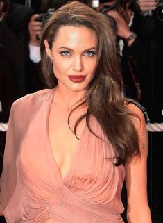 Angelina Jolie Fotos, Angelina Jolie Pictures, Inglourious Basterds, Best Hollywood Actress, Hollywood Actresses, Cannes, Brad And Angie, Star Wars, Glamour