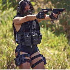 These Guns only for fun Gangsta Girl, Fille Gangsta, Badass Aesthetic, Bad Girl Aesthetic, Mädchen In Uniform, Military Girl, Warrior Girl, Female Soldier, Military Women