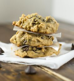 Flourless peanut butter oatmeal chocolate chip cookies made without any flour or dairy. A naturally sweetened healthy cookie!