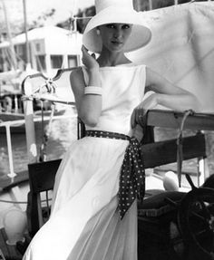 Love the hat and the all white with the belt  around waist