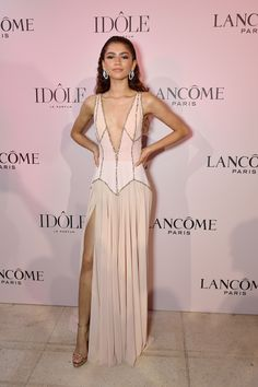 Zendaya Goes Pretty in Pink for Lancome Fragrance Launch Party!: Photo Zendaya strikes a pose as she attends Lancome's new fragrance Idole launch party on Tuesday (July in Paris, France. Zendaya Dress, Zendaya Outfits, Zendaya Movies, Zendaya Fashion, Mode Zendaya, Zendaya Style, Zendaya House, Beautiful Dresses, Nice Dresses