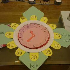 """Diese Uhr hat den Kindern des öfteren bei dem schwierigen Thema """"Uhrzeit"""" geholfen ☺️"""