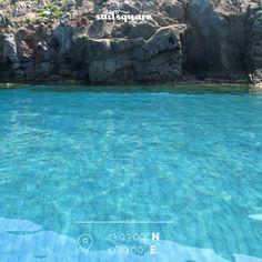 Cala della Mortola, insieme a Cala rossa sono 2 dei posti più belli di Capraia…non saprete resistere alla tentazione di buttarvi in mare! www.sailsquare.com #Toscana #Capraia