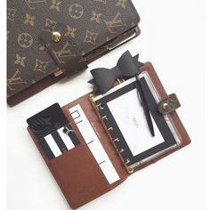 For girls who still carry planners! Vuitton Bag, Louis Vuitton Handbags, Louis Vuitton Planner, Louis Vuitton Collection, Small Leather Goods, Purse Wallet, Planners, Dior, Fashion Accessories