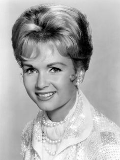 Debbie Reynolds...Beautiful tribute from SAG for 66 years in Show Biz..still beautiful.