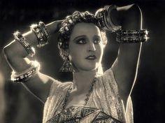 Brigitte Helm as Antinea in Queen of Atlantis (L'Atlantide / Die Herrin von Atlantis, G.W. Pabst, 1932)