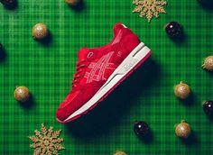 Na adidas en Nike is nu ook ASICS hier met een kerstuitvoering van één van hun meest populaire sneakers. Het GEL-Lyte silhouette komt dus nu in rustige kerstkleuren als groen, rood en licht bruin.Dit Holiday Pack is vanaf nu gelimiteerd verkrijgbaar bij speciaal geselecteerde ASICS stockers als Sneaker Politics.
