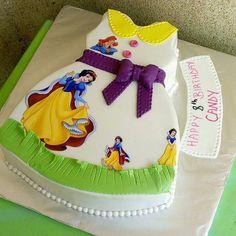 "Páči sa mi to: 3,090, komentáre: 12 – #No.1 Nigerian Cake Blog  (@cakebakeoffng) na Instagrame: ""#SnowWhite...... BEAUTIFUL Dress Cake Design via @sylverdavycakes #Cakebakeoffng #CboCakes…"""