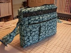 Laptop Tote Tutorial- great tutorial for a tricky project