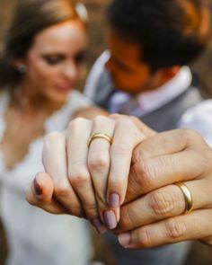Joyce Kitamura e Victor Wedding Couple Poses Photography, Wedding Couple Photos, Couple Photoshoot Poses, Pre Wedding Poses, Wedding Photography Poses, Couple Posing, Wedding Photoshoot, Wedding Pics, Wedding Couples