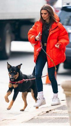Emily Ratajkowski Dog, Emily Ratajkowski Outfits, Emily Ratajkowski Street Style, Mode Outfits, Casual Outfits, Fashion Outfits, Estilo Gigi Hadid, Estilo Cool, Fashion Walk