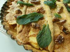 Gluten free apple tart with vanilla,wallnuts,pinch of nutmeg,lemon zest and meringue. Meringue, Real Food Recipes, Tart, Vanilla, Lemon, Gluten Free, Bread, Apple, Ethnic Recipes