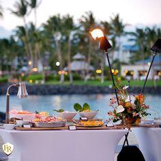 Não se preocupe quando pensar sobre o buffet do seu casamento. A Família Raposo Gastronomia adoraria tomar conta dele para você.