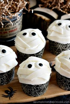 Halloween-Party-Food-Mummy-Cupcakes