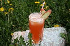 Tout Cru Dans Le Bec: Citronnade fraise et rhubarbe Chia Fresca, Famous Drinks, Nutrition, Saveur, Milkshake, Gelato, Glass Of Milk, Smoothies, Juice