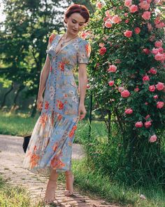 34 Luxury Floral French Style Ideas That Looks Cool French Style Dresses, Cool Outfits, Summer Outfits, Summer Clothes, Designer Party Wear Dresses, Abaya Fashion, Floral Midi Dress, Looks Cool, Look Fashion