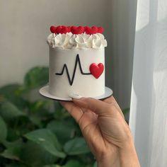 Pretty Birthday Cakes, Pretty Cakes, Cute Cakes, Fancy Cakes, Mini Cakes, Cupcake Cakes, Anniversary Cake Designs, Cake Sparklers, Mini Wedding Cakes