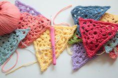 Some Crochet Things (Cherry Heart) Crochet Triangle, Crochet Squares, Crochet Granny, Crochet Motif, Crochet Stitches, Knit Crochet, Crochet Bunting Pattern, Crochet Garland, Crochet Decoration