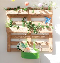 jardín vertical con palé Plantar, Floating Shelves, Planter Pots, Patio, Crafts, Diy, Furniture, Home Decor, Ideas