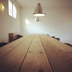 Mooie tafelblad van steigerhout. Wil je ook een tafel van steigerhout? Mail dan naar info@alshetmaarvanhoutis.nl Conference Room, Interior Design, Instagram Posts, Table, House, Furniture, Home Decor, Nest Design, Decoration Home