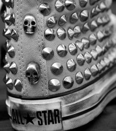 Studded converse all star chuck taylor. Studded Converse, Pink Converse, Converse All Star, Converse Shoes, Converse High, White Chucks, Look Rock, Cute Shoes, Me Too Shoes