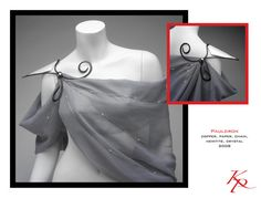 Idea: Wear scarves as toga shirts with longer shirts underneath; since they allow for all sorts of draping effects. One of the main tricks is the shoulder brooch. This pauldron and scarf trick really looks like something up my alley. Muse, Pauldron, Fantasy Costumes, Cosplay, Larp, Costume Design, Dress Up, Fancy, Style Inspiration