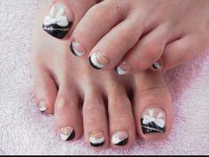 black and white bows toe nail design