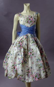 Lovely Vintage Floral Print Dress                              …