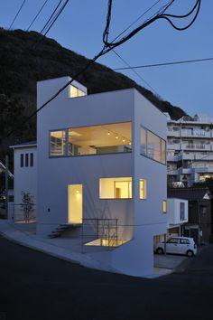 Minami-hayama Solo is a minimal home located in Kanagawa, Japan, designed by Yuji Nakae.