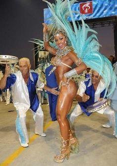 Tati Quebra-Barraco quer ser rainha de bateria no Carnaval de 2012 - Calçada da Fama