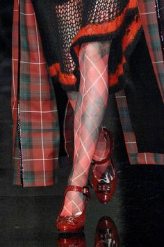 WSH loves the unrestricted use of tartan by Jean Paul Gaultier in his 2007 collection. Via Glitterina.