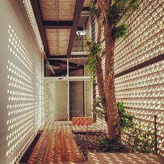 WEBSTA @ luguisard - Fresh and beautiful. Do you like cobogo? http://pt.m.wikipedia.org/wiki/Cobogó #design #decoration #designdeinteriores #dekorasyon #idprojects #interiordesign #interiordesigner #interiordecoration #concrete #homedecoration #dreams #art #arquiteturadeinteriores #sunlight #cobogo