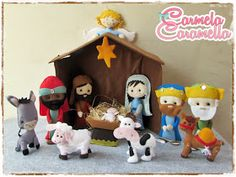 Free Felt Christmas Manger Patterns - she gives the patterns for every item in the picture! Christmas Manger, Christmas Gifts To Make, Felt Christmas, Christmas Decorations To Make, Nativity Crafts, Felt Crafts, Crafts To Make, Christmas Crafts, Christmas Ornaments
