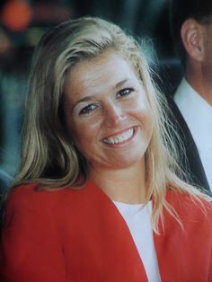 Ze straalt op deze foto in Den Bosch, het eerste bezoek van hun verlovingstour.