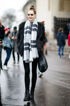 Model off duty street style pfw PFW 2016 fw 2016 scarf fur coat