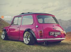 cars,oldschool-Now if I had a mini this what I would want it to be like 😍 mini cars oldschool Fancy Cars, Retro Cars, Cool Cars, Old Classic Cars, Classic Mini, Pink Mini Coopers, Mini Coper, Mini Cooper Custom, Micro Rc