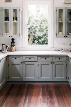 6 Nice Clever Tips: Narrow Kitchen Remodel Ideas mid century kitchen remodel before after.Galley Kitchen Remodel Farmhouse kitchen remodel on a budget rental.Inexpensive Kitchen Remodel How To Make. Kitchen Ikea, Best Kitchen Cabinets, Kitchen Cabinet Hardware, Kitchen Flooring, New Kitchen, Kitchen Decor, Kitchen With Dark Floors, Blue Gray Kitchen Cabinets, Kitchen Mats
