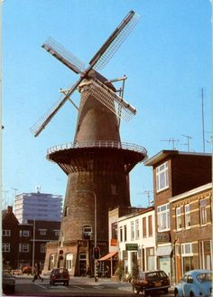 Adelaarstraat 30 Utrecht - korenmolen Rijn en Zon rm, werd in 1746 gebouwd aan… Netherlands Windmills, Holland Windmills, Utrecht, Tilting At Windmills, Wind Mills, Water Tower, Delft, Lighthouse, Dutch