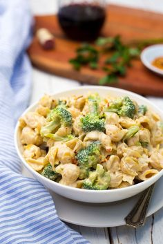 Cashew Alfredo Pasta with Broccoli.  This VEGAN alfredo sauce is made with cashews and is so creamy and delicious!