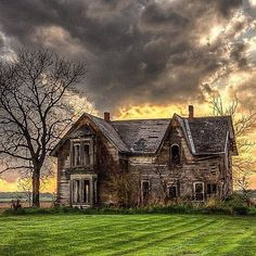 A storm approaches an old abandoned farm home with a curiously manicured lawn in Ontario | Photo by @restless.skies by itsabandoned