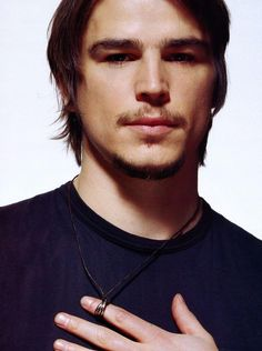 Josh Hartnett Pretty Men, Beautiful Men, Beautiful People, Hot Actors, Actors & Actresses, Actors Male, Josh Hartnett, Elle Magazine, Pearl Harbor