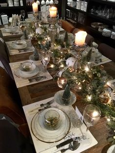 Christmas Dining Table, Christmas Table Centerpieces, Christmas Table Settings, Christmas Tablescapes, Christmas Mood, Noel Christmas, Rustic Christmas, Scandinavian Christmas Decorations, Xmas Decorations