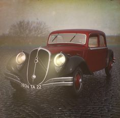 Description: A CG reproduction of a classic car that never actually went into production. Quite a phantomatic. Vintage Cars, Antique Cars, Art Deco Car, Citroen Traction, Traction Avant, Citroen Car, Automobile, Car Photography, Vw Beetles