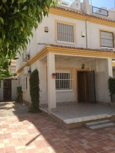 Townhouse which is an end of terrace property in Montemar, Algorfa. € 84995