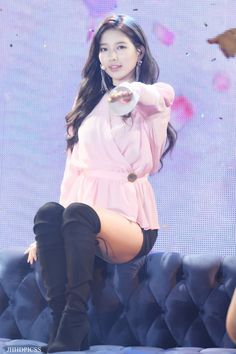 Miss A Suzy, Bae Suzy, Korean Model, Kpop Girls, Cool Photos, Rain Jacket, Windbreaker, Singer, Actresses
