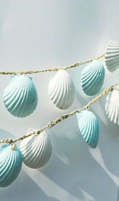 Seashell Garland, Beach Wedding Decorations, Blue and White Sea Shell Wedding Bunting, Shabby Chic Beach Home Decor - Wedding Decorations Ideas Seashell Garland, Seashell Crafts, Beach Crafts, Kids Crafts, Coastal Cottage, Coastal Decor, Coastal Style, Coastal Living, Coastal Curtains