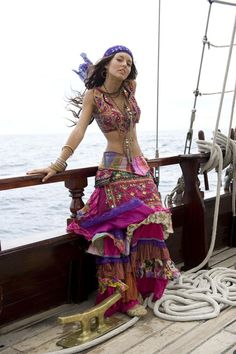 Ideas style gypsy costumes for 2019 Mode Hippie, Bohemian Mode, Bohemian Gypsy, Gypsy Style, Hippie Style, Bohemian Style, Boho Chic, Hippie Chic, 70s Style